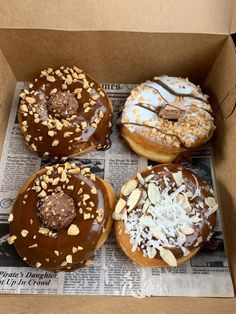 Shared by Find images and videos about sweet, chocolate and donuts on We Heart It - the app to get lost in what you love. I Love Food, Good Food, Yummy Food, Delicious Donuts, Delicious Desserts, Fun Desserts, Dessert Recipes, Weird Food, Food Goals