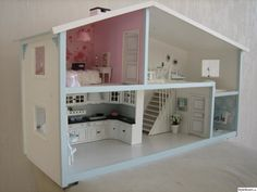 Same shaped dolls house as i had in the but a great interior Dolly House, My Doll House, Barbie House, Modern Dollhouse, Dollhouse Dolls, Dollhouse Miniatures, Miniature Rooms, Miniature Houses, Barbie Furniture