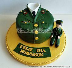 Torta personalizada. Tema: Camisa policía Perú, figura en 3D sentada.