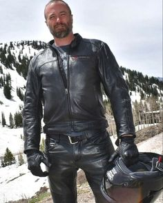 Mens Leather Pants, Motorcycle Leather, Motorcycle Outfit, Leather Gloves, Bike Leathers, Men In Uniform, Leather Fashion, Sexy Men, Black Leather