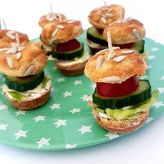 """246 To se mi líbí, 0 komentářů – Blančiny amatérské recepty (@rychle_fit_recepty) na Instagramu: """"Tak co už se pomalu chystáte na Silvestra? A co takhle udělat pro své kamarády hamburgříky? Už jste…"""" Salmon Burgers, Tacos, Ethnic Recipes, Fit, Instagram, Shape"""