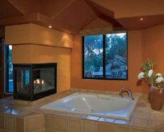 I A-DOOOOORE see through fireplaces anywhere, but in the bathroom? Pure awesome