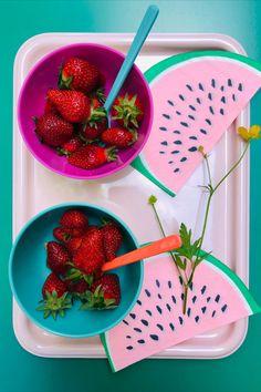 Die Papierservietten in Melonen-Form bringen eine sommerliche Stimmung auf den Esstisch. Form, Strawberry, Fruit, Mood, Dinning Table, Food, Strawberries