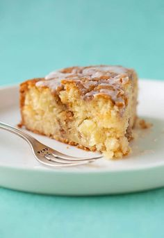 A deliciously easy Cinnamon Apple Cake made from scratch. This soft and tender Apple Cake is packed with fresh apples and features a crunchy cinnamon topping and a drizzle of sweet frosting. Apple Cake Recipes, Donut Recipes, Easy Cake Recipes, Baking Recipes, Dessert Recipes, Candy Recipes, Recipe For Apple Cake, Dinner Recipes, Apple Cinnamon Cake