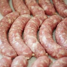How to make bratwurst at home. Step by step instructions, equipment and bratwurst recipes. German Bratwurst, Bratwurst Sausage, Bratwurst Recipes, German Sausage, Venison Recipes, Dog Food Recipes, Cooking Recipes, Sausages, Homemade Sausage Recipes