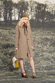 Orla Kiely Fall 2016 Ready-to-Wear Fashion Show - See the complete Orla Kiely Fall 2016 Ready-to-Wear collection. Quirky Fashion, Look Fashion, Retro Fashion, Trendy Fashion, Fashion Show, Vintage Fashion, Womens Fashion, Fashion Trends, Paris Fashion
