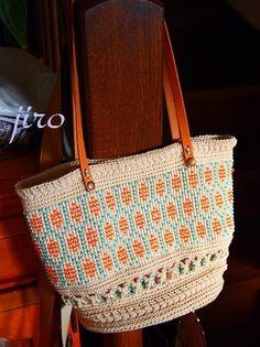 ビーズ編みのトートバッグ