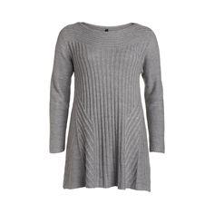Kabelstickad grå tröja från XLNT. Trekvartsärm och utställd nedtill med rundad halsringning. Längd 82 cm i storlek 48/50.