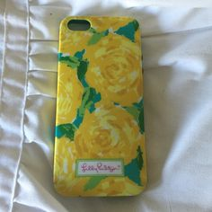 Lilly Pulitzer iPhone 5s Case This case is in great condition - there is some minor scratching on the back and some discoloration around the border - but the pattern is beautiful and hard to find! Lilly Pulitzer Accessories Phone Cases