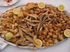 """Fritura malagueña, de """"pescaitos"""" fritos, ¡con una buena cerveza está de muerte! Fantastic Malaga Spain"""