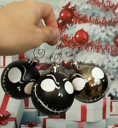 Nightmare before Christmas tree ornaments, 4 Jack skellington plastic ornaments I like these hooks too Cool Christmas Trees, Disney Christmas, Christmas Themes, Christmas Tree Decorations, Christmas Tree Ornaments, Diy Ornaments, Grinch Ornaments, Dark Christmas, Christmas Centerpieces