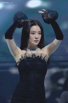200130 Red Velvet Irene at Seoul Music Awards. Red Velvet アイリーン, Red Velvet Irene, Kpop Girl Groups, Kpop Girls, Korean Girl Groups, Seulgi, K Pop, Red Valvet, Seoul Music Awards