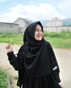 @hafshahcoacoh Hijab Style Dress, Casual Hijab Outfit, Beautiful Muslim Women, Beautiful Hijab, Niqab Fashion, Muslim Fashion, Hijabi Girl, Girl Hijab, Hijab Hipster