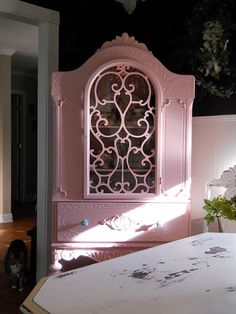 I love this for the bedroom or dining room. I think I would like it in aqua too. Shabby Chic Colors, Shabby Chic Pink, Shabby Chic Cottage, Shabby Chic Decor, Cottage Style, Distressed Furniture Painting, Painted Furniture, Pink Furniture, Antique Furniture