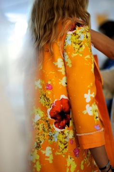 Pamela Berkovic: Peter Som Fittings fantastic print and COLOR! Moda Floral, Floral Fashion, Look Fashion, Womens Fashion, Fashion Prints, Fashion Weeks, Looks Style, Style Me, Mode Cool