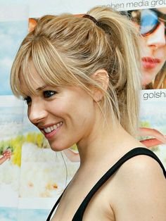 Love this. Wispy bangs and blonde highlights <3