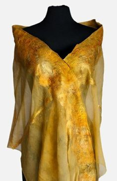 Gold felted gown by Nicole Burton -- Sunrise / Gilded Sunbeam Fairy costume ideas Nuno Felt Scarf, Felted Scarf, Nuno Felting, Felt Fabric, Textiles, Wearable Art, Beautiful Outfits, Lana, Models