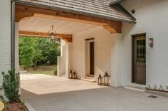 The portico provides the perfect covered parking to detail, pilaster and corbel; Jeffrey Dugan designed home. Porte Cochere, Exterior Design, Home Interior Design, Interior And Exterior, Pintura Exterior, Breezeway, Future House, Custom Homes, Modern Farmhouse