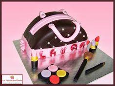 """Gâteau """"Sac à main et Cosmétiques"""", tout en pâte à sucre. Par Les Pâtisseries d'Élodie."""