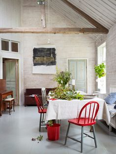 Red accents - A rustic retreat on Sweden's west coast