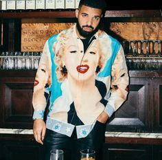 Ur just as good if not better. Drake Fashion, Nba Fashion, Drake Rock, Beatles, Timbs Outfits, Marilyn Monroe Shirts, Drake Wallpapers, Drake Clothing, Stone Island Jacket