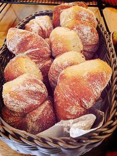 Mein absoluter Lieblingsteig 💚 - Backen & Co. Homemade Dinner Rolls, Dinner Rolls Recipe, Sweet Recipes, Snack Recipes, Cooking Recipes, Bread Recipes, Pampered Chef, Foods That Contain Protein, Light Snacks