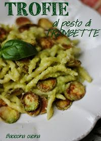 Finalmente sono arrivate!!!!!   Che cosa?   Ma le trombette, naturalmente!!!!!   Sono le zucchine tipiche della Liguria, verdissime, l...