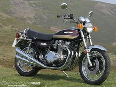 Kawasaki - The Honda might have been first but, for me, it had nothing on the style of the Motos Kawasaki, Kawasaki 900, Kawasaki Motorcycles, Vintage Motorcycles, Custom Motorcycles, Cars And Motorcycles, Kawasaki Ninja, Ninja Wallpaper, R Cafe