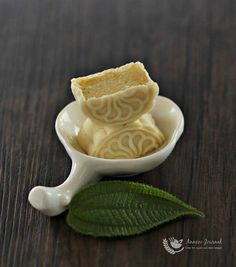 Durian Snowskin Mooncakes 榴莲冰皮月饼 ~ 2015 | Anncoo Journal - Come for Quick and Easy Recipes