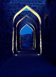 Stunning Depictions of Arches and Portals Pics) - Part Eternal Blue Portal. Azul Indigo, Indigo Blue, Cobalt Blue, Cerulean, Navy Blue, Navy Gold, Periwinkle, Le Grand Bleu, Arabian Nights