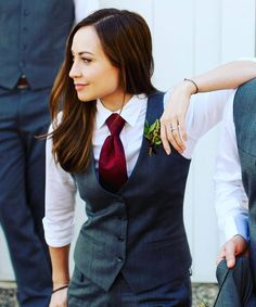 Women in suits and blazers Lesbian Outfits, Prom Outfits, Tomboy Outfits, Androgynous Fashion, Tomboy Fashion, Prom Suit Girl, Suits For Prom, Anime Tomboy, Mode Queer
