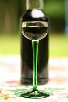 Przygotowuje się do nocy Kupały. Nie, nie robi wianka z ziół, nie wstawia do niego świeczki i nie zamierza puszczać na wodę. Jeszcze nie. N... Liquid Luck, Sugar Free Desserts, Irish Cream, My Favorite Food, White Wine, Whisky, Spice Things Up, Wine Glass, Alcoholic Drinks