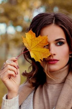 ༺ Beautiful ~ Inside and Out ༻ – girl photoshoot Fall Senior Pictures, Fall Pictures, Fall Photos, Autumn Photography, Creative Photography, Photography Tips, Foto Glamour, Portrait Photography Poses, Autumn Aesthetic