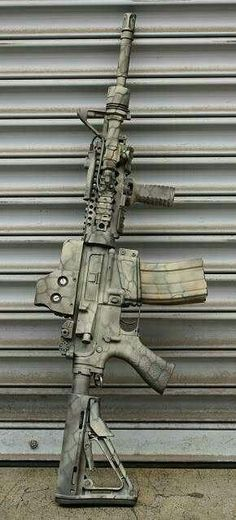 Great looking paint on this rifle for anyone looking how to camo an Airsoft gun! Weapons Guns, Military Weapons, Guns And Ammo, Military Gear, M4a1 Rifle, Assault Rifle, Custom Ar, Custom Paint, Fire Powers