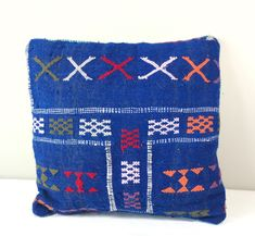 Stunning! One of a kind, handmade,  vintage Kilim pillow cover.   40 x 40 cm/ 15.7 inch  These pillows are made of Vintage Berber Kilim rugs. Which are handwoven on a loom by Berber women from the middel Atlas Mountains of Morocco with sheep and camel wool and coloured with vegetable dye. Using century's old handcrafting technics.