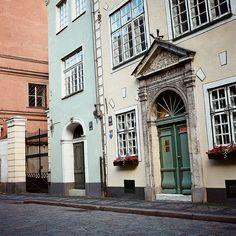 Riga, Latvia (by Peter Gutierrez) Europe Must See, Places In Europe, Places To Travel, Places To Visit, Building Windows, Site History, Riga Latvia, Beautiful Buildings, Europe