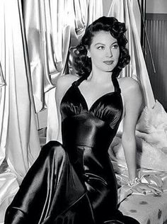 The barefoot contessa (film Ava Gardner MK Hollywood Icons, Hollywood Fashion, Old Hollywood Glamour, Golden Age Of Hollywood, Vintage Glamour, Vintage Hollywood, Hollywood Stars, Vintage Beauty, Hollywood Actresses
