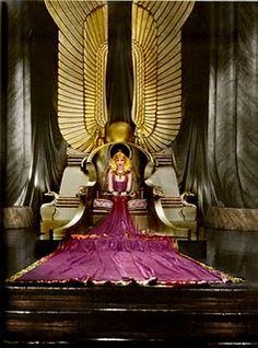 Claudette Colbert in Cleopatra Movie Costumes, Ballet Costumes, Egyptian Wedding, Divas, This Is Us Movie, Claudette Colbert, Fritz Lang, Art Deco Stil, Russian Ballet