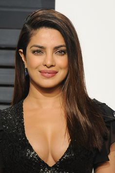 Check out Sizzling Baywatch actress Priyanka Chopra Hot Cleavage photos in Black Gown at Oscars 2017 After Party, Priyanka Chopra Hot Pics at Oscars, Images Priyanka Chopra Dress, Actress Priyanka Chopra, Priyanka Chopra Navel, Bollywood Bikini, Bollywood Actress Hot, Bollywood Fashion, Hollywood Actress Name List, Hollywood Actresses, New Hair Look