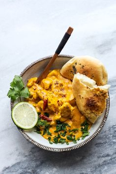 Probably the best curry in the world {with equally delicious naan bread} Indian Food Recipes, Vegan Recipes, Ethnic Recipes, Creamy Chicken Curry, Curry Ingredients, Best Curry, Naan, Food Porn, Food And Drink