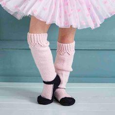 Voiko paras paketti ollakin pehmeä? Neulo ohjeellamme hempeät ballerinasukat. Ne saavat taatusti lahjansaajan silmät säihkymään.