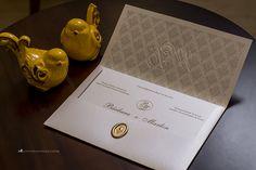Convite de casamento prático e elegante com monograma e lacre de cera (13)