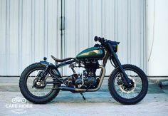 No photo description available. Antique Motorcycles, Triumph Motorcycles, Custom Motorcycles, Custom Bikes, Bike India, Bullet Bike Royal Enfield, Royal Enfield Modified, Enfield Classic, Bike Pic