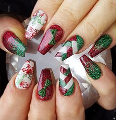 : Christmas Nail Art Designs Which Are perfect for the Hol.- Christmas Nail Art Designs Which Are perfect for the Holiday Season – Hike n Dip - Nail Art Noel, Xmas Nail Art, Christmas Nail Art Designs, Holiday Nail Art, Christmas Design, Christmas Christmas, Christmas Ideas, Cute Acrylic Nails, Glitter Nail Art