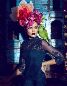 Inspiration Frida Khalo - flower headband and lace black dress