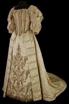 Costume porté par Sarah Bernhardt, rôle de La Reine dans « Ruy Blas », 1872 Photo CNCS / Pascal François