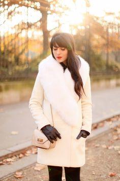 """Manteau / Coat : Tara Jarmon    Collants / Tights : Wolford    Chaussures / Shoes : Chloé    Sac / Bag : Chloé    Rouge à lèvre : Smashbox """"Legendary""""    Gants / Gloves : Vintage"""