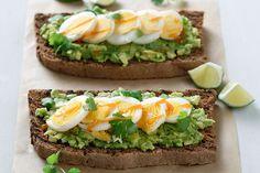 Πικάντικο σάντουιτς με αυγό και αβοκάντο - Συνταγές   γαστρονόμος Bread Art, Avocado Recipes, Yams, Avocado Toast, Healthy Snacks, Sandwiches, Good Food, Food And Drink, Veggies