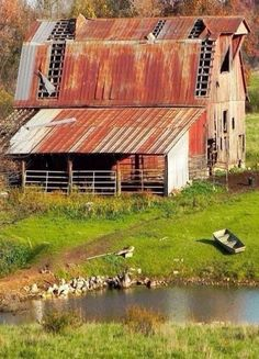 I guess I inherited my love of old barns from my dad; we would drive around on Sunday afternoons and stop to look at old rundown barns and houses Old Buildings, Abandoned Buildings, Abandoned Places, Abandoned Castles, Abandoned Mansions, Farm Barn, Old Farm, Country Barns, Country Life