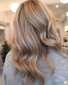 Sleek Ash Blonde Hair - 40 Styles with Medium Blonde Hair for Major Inspiration - The Trending Hairstyle Medium Blonde Hair Color, Beige Blonde Hair, Blonde Hair Looks, Brown Ombre Hair, Ombre Hair Color, Blonde Ombre, Blond Curly Hair, Perfect Blonde Hair, Fall Blonde Hair